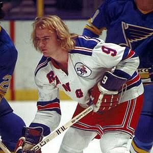 Rick Middleton with the Rangers early in his career.