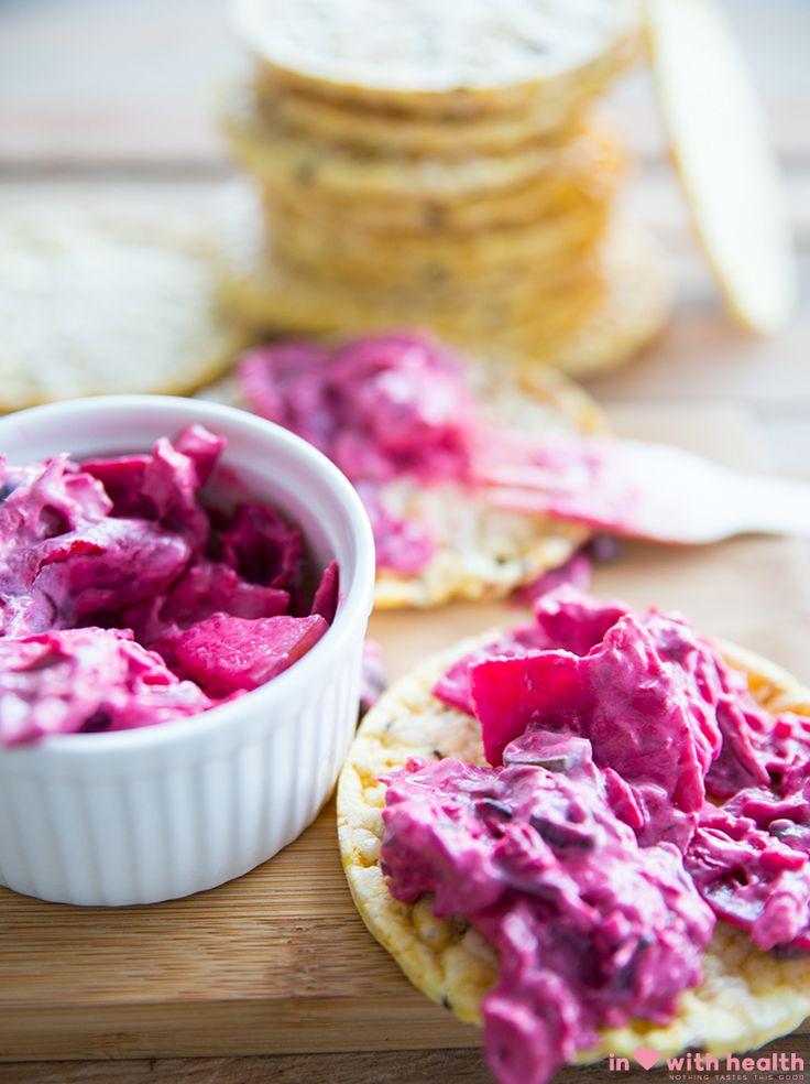 tonijnspreadIngrediënten  200 gram rode bietjes 150 gram tonijn uit blik (waterbasis) ½ lente ui 150 gram magere kwark 1 tl knoflookpoeder Peper en zout