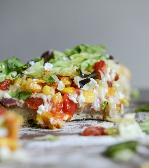 BLT Pizza with Grilled Corn + Crumbled Feta I howsweeteats.com