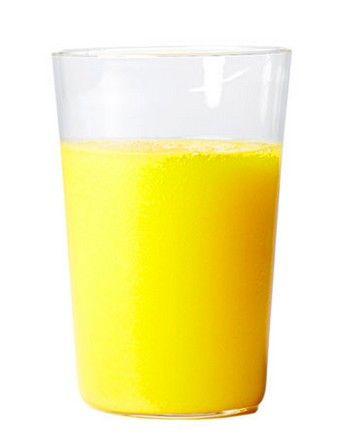 Frullato al mango e acqua di cocco    1 mango maturo  2 bicchieri di acqua di cocco  2 cucchiai di succo di limone o di lime  1 pizzico di pepe di Cayenna
