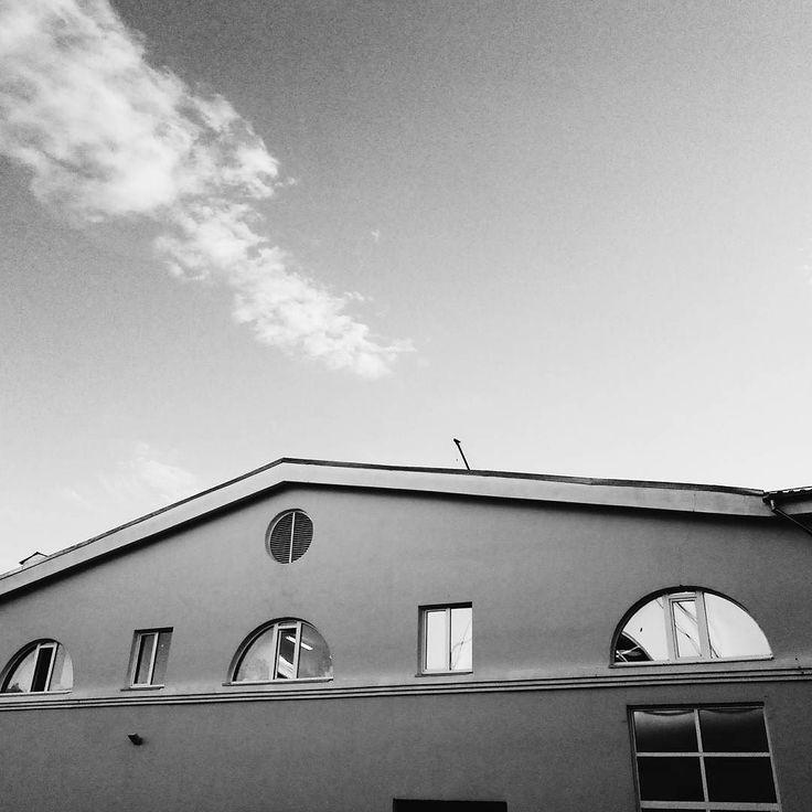 Счастья и лёгкости не прибавится даже в убранном доме если человек не имеет понятия - куда оно скрылось счастье это и где его рыть. Minlife.ru  #vsco #vscocam #vscorussia #vscominimal #minimalism #bnw #minimal #monochrome #unlimitedminimal #insta_bw #bw #blackandwhite #bnw_society #nocolor #minimalismlife #bwlife #bw_lover #simple #blackandwhiteonly #bwoftheday #минималист #минимализм #чернобелое #чб #build