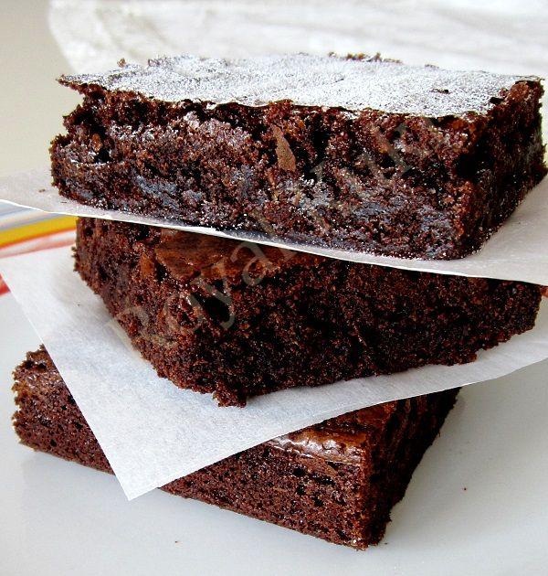 Nutella severler bu tarifim sizler için, nutellalı brownie eminim hepinizi sevindirecek bir tarif olacak, hem brownie hem nutella.