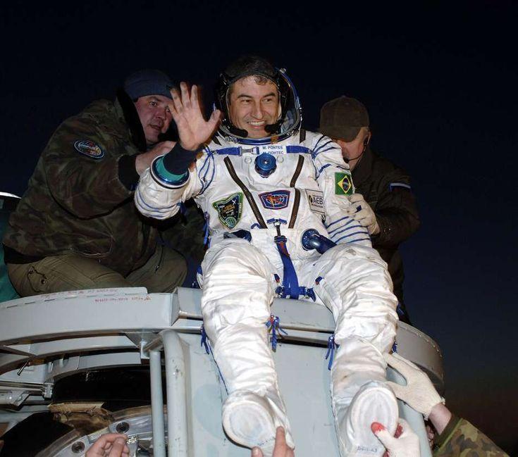 Dez anos após entrar para a história a bordo daSoyuz TMA-8 e se tornaro primeiro astronauta brasileiro a vencer a atmosfera terrestre rumo à Es...