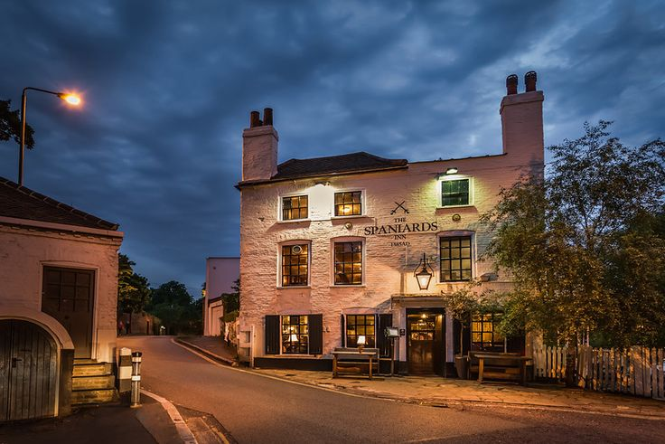 The Spaniards Inn in Hampstead, London, is an old fantastic pub dating back to 1585. Quite possible the oldest pub I have ever been to. Appa...
