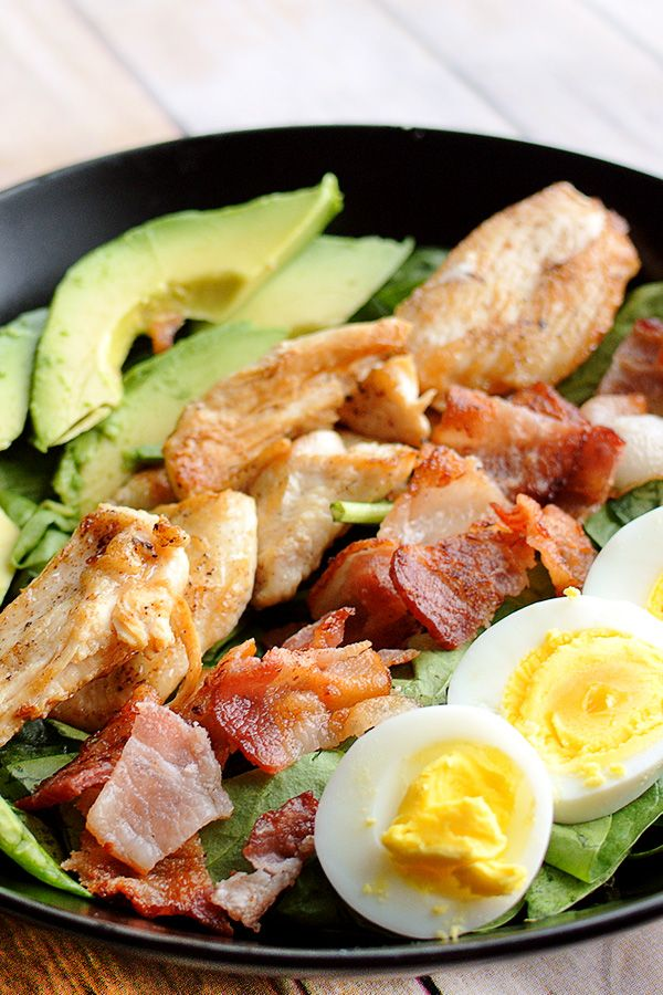Cobb salad has never been easier! Take it to work, school or anywhere you need a low carb lunch to fill you up! Perfect for paleo, keto or gluten free diets! www.tasteaholics.com