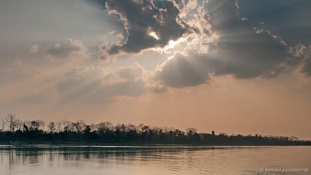 A calma antes da tempestade no rio Brahmaputra, Índia (Foto: Bernard Castelein/NPL)
