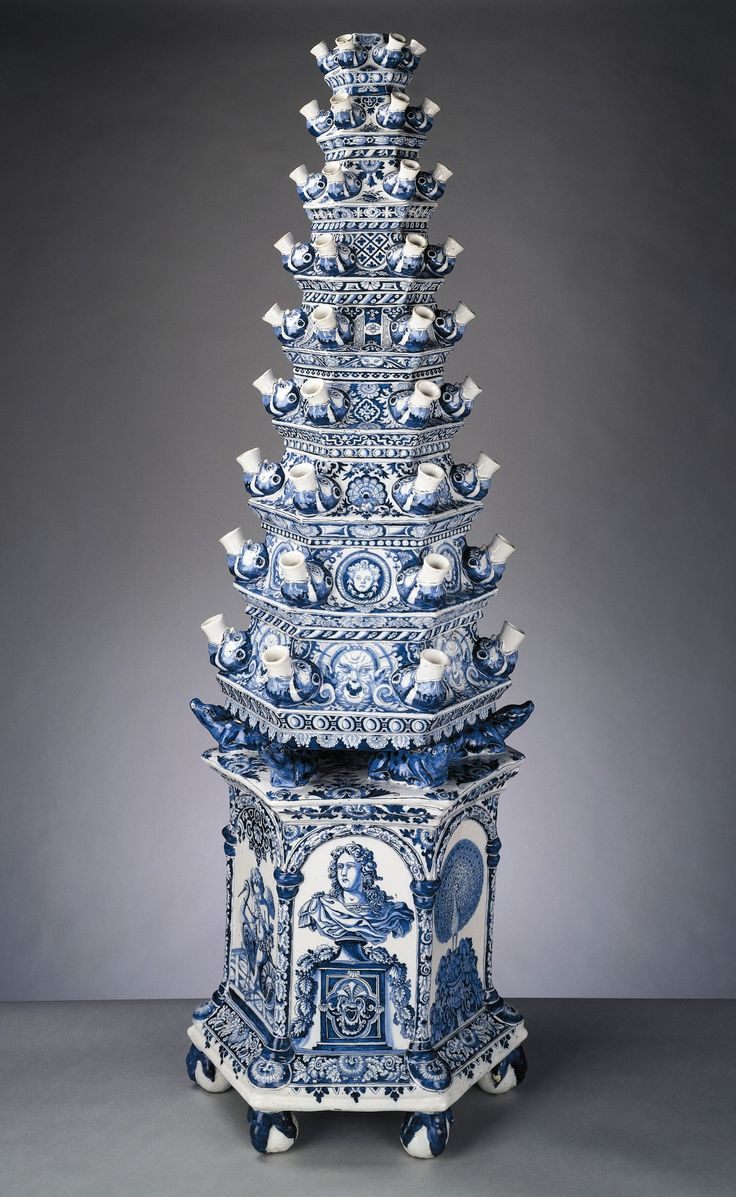 Delft Tulip Vase ~ by Adriaen Kocks, ca. 1694...Bet this is even more beautiful with the tulips in it!