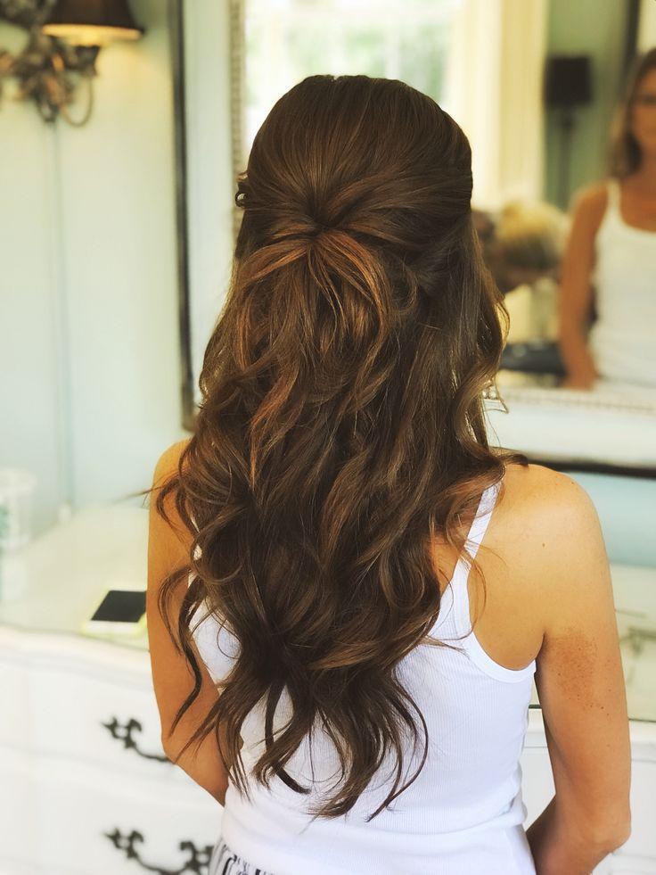 Halbe Hochzeit Haare, romantisch, weiche Locken, Braut   – Brautfrisuren – Ideen für Dein Brautstyling zur Hochzeit