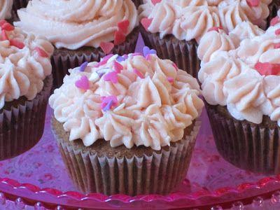 J'adore les cupcakes. Ils sont parfaits en toute occasion et, comme la Saint Valentin approche à grands pas, j'avais une bonne excuse pour t...