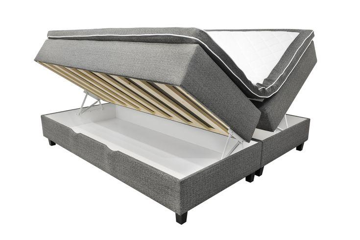 Smart säng är en dubbelsäng med förvaring inkl. bäddmadrass och ben.