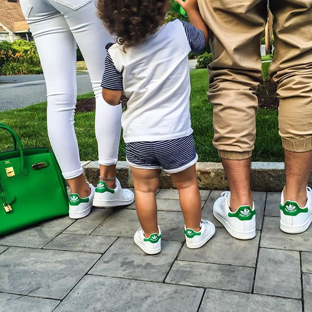 S T A N • N I N G /verb/ When your entire squad simultaneously wears  #stansmith sneakers {