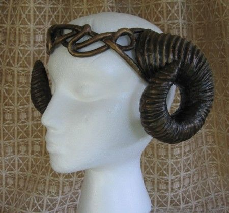 Organic Armor - Cool site with very impressive headresses, corsets & more.