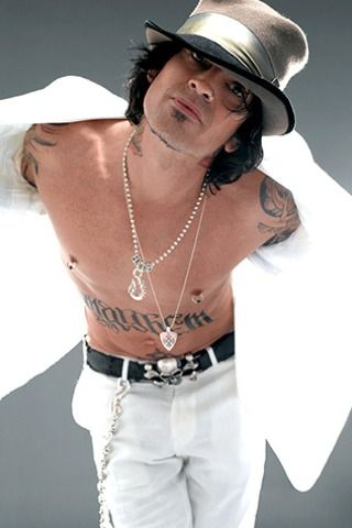 So cuuuuuuuute!♥ Happy birthday, Tommy Lee!!!!!!!!!!! :D♥ I hope it was a good one! :D You deserve it!