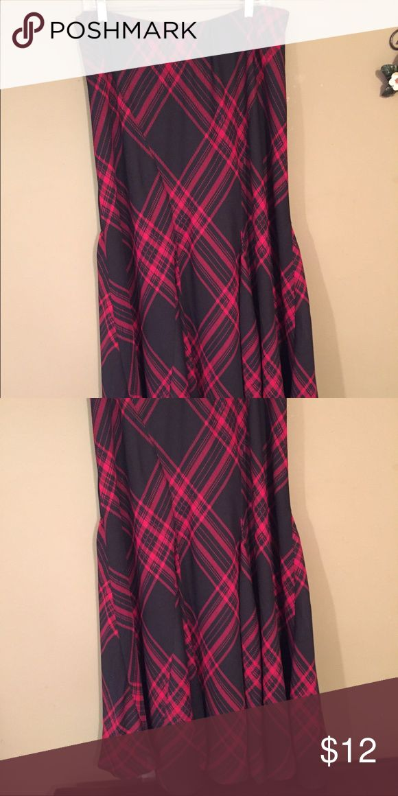 Really cute plaid dressy skirt Plaid dressy skirt (wide at the bottom😁) Cato Skirts Maxi