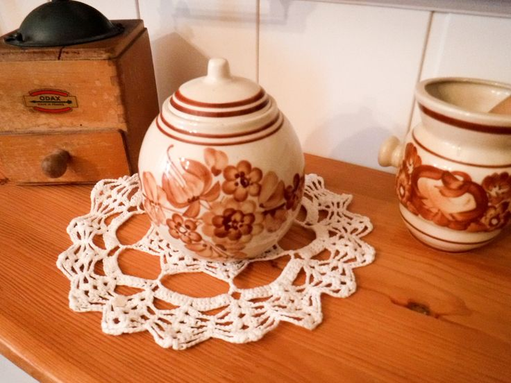 Ceramic container / rustic kitchen / spice canister /  salt canister / folk canister / storage dish / hand painted / with lid / sugar dish by GrandmasOldStories on Etsy