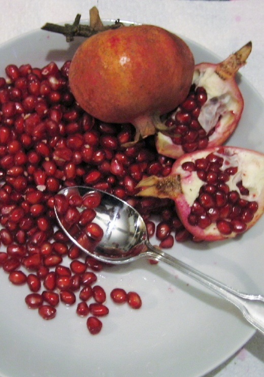 Pomegranate seeds ready to eat!