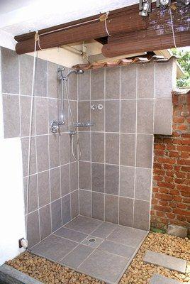 1000 images about salle de bains on pinterest - Construire douche exterieure ...