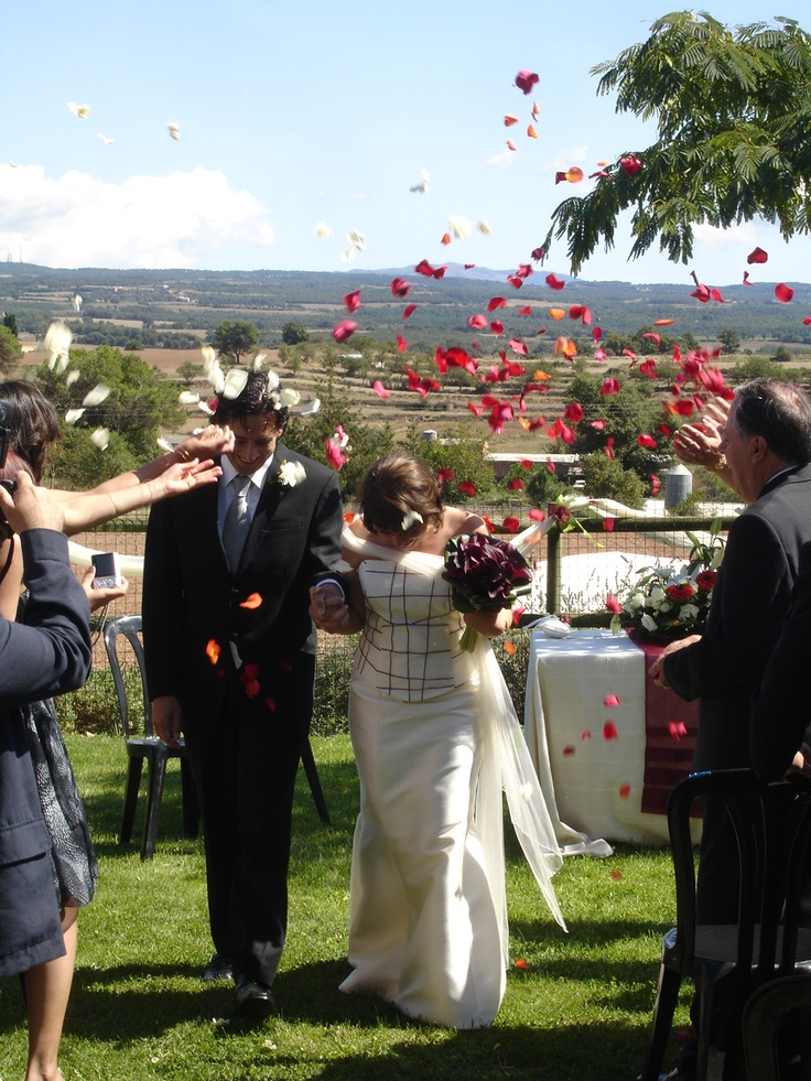 Tu #boda al aire libre, cerca de #Barcelona, en la #casarural Mas Vilarrasa http://www.ruralmeeting.com/sala/mas-vilarrasa/