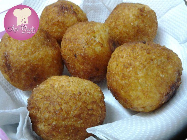 Bola de Arroz, receita de vó! Antiguinha no blog, mas com fotos novas. http://www.anaclaudianacozinha.com/2012/03/bola-de-arroz-receita-da-minha-falecida.html