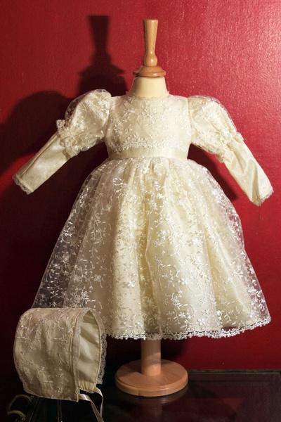 """Taufkleid """"Flower Princess""""    Ein wirklich einzigartiges Taufkleid aus kostbarer Dupionseide und in Seide bestickter Spitze! Dieses Taufkleid ist ..."""