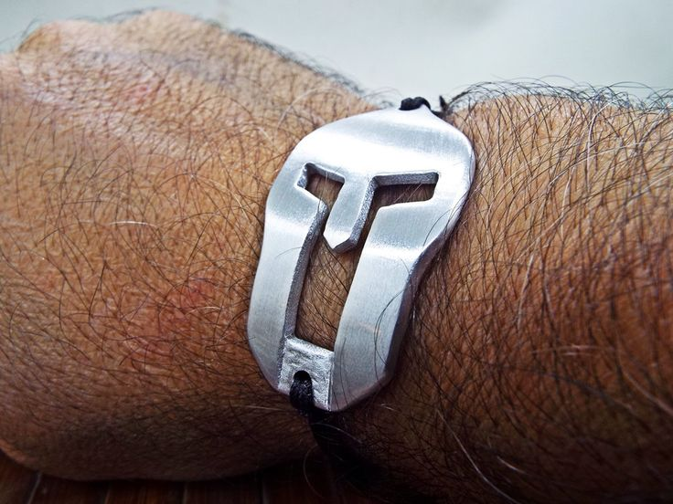 Spartan Race Athletes Bracelet for Men - Aluminum Handmade Spartan warior helmet shape - Best gift for the participants of the Spartan Race by Aluminiopassions on Etsy