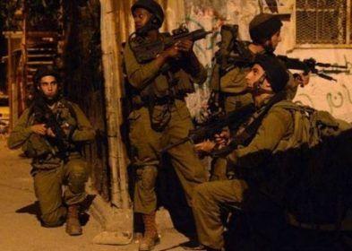 """Tentara """"Israel"""" menculik sembilan warga Palestina di Tepi Barat  TEPI BARAT (Arrahmah.com) - Tentara """"Israel"""" pada Rabu (14/9/2016) menculik sembilan warga Palestina termasuk seorang wanita muda dan empat anggota keluarganya di berbagai bagian wilayah Tepi Barat yang diduduki.  Masyarakat Tahanan Palestina (PPS) mengatakan bahwa tentara """"Israel"""" menculik Nayef Kamal Ekhlayyel (19) dan Adel Issa Zakrawi (20) dari kota Beit Ummar utara Hebron di bagian selatan Tepi Barat sebagaimana dilansir…"""