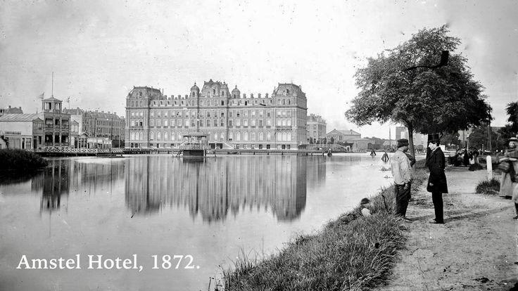 Achterzijde Amstel Hotel (1863), gezien vanaf de latere Stadhouderskade, met op de voorgrond de Singelgracht en de Amstel. Links het clubgebouw van de Amsterdamsche Roei- en Zeilvereeniging De Hoop in de Amstel Jachthaven, gesloopt in 1877. Rechts de Singelgracht met in het verschiet de goederenloods van het Weesperpoortstation. De Huddestraat (later: Huddekade) is in 1872 bebouwd. Collectie Kunsthandel Gebr. Douwes: glasnegatieven, 1872 t/m 1877