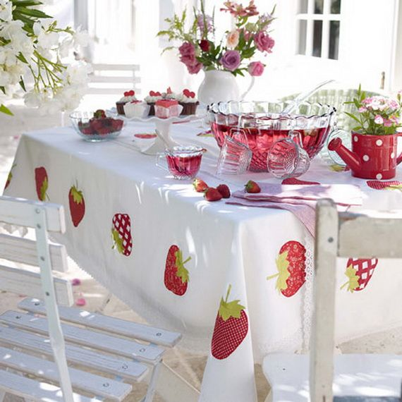 Red White and Berries. Strawberry table scape for some spring outdoor dining. Follow Comfort Silkie for the Best Pins