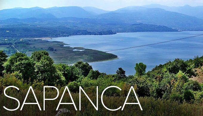 Всего час езды от Стамбула на машине и Вы на одном из красивейших озер Турции – озере Сапанджа. Очаровательная естественная красота озера и окружающего его ландшафта никого не оставит равнодушным. Прекрасное место для водных прогулок, отдыха в выходные на природе. Предлагаем совместить полезное с приятным: посмотреть достопримечательности Стамбула, а затем отдохнуть на озере. http://www.istanbultravel.su/termal_resort/lakes/