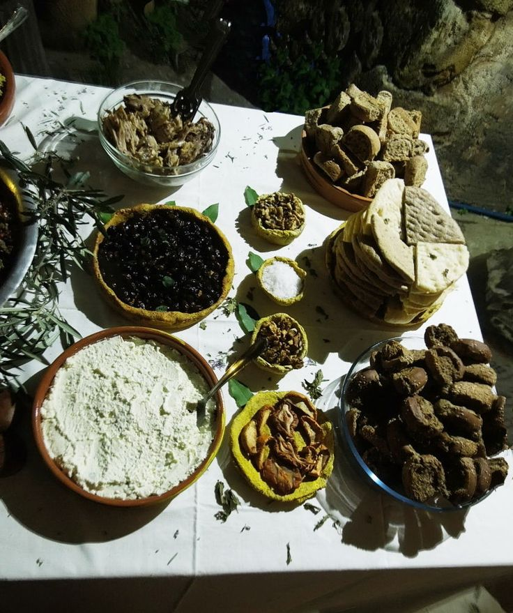 Imagining the Minoan gastronomy (at the archaeological museum of Chania)