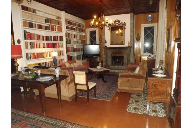 Villa in vendita a Riccione, elegante e di classe, posizionata a pochi passi da viale Ceccarini alta,  5 camere da letto, soggiorno cucina abitabile, ampio giardino. Garage