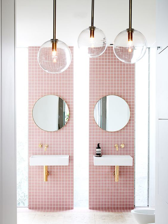 Gorgeous pink retro bathroom: