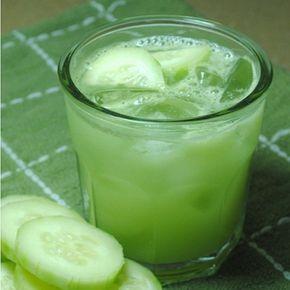 Agua de Pepino. Licua 2 pepinos pelados con agua y azúcar. Agrega jugo de limón y pepino en cuadritos, si gustas puedes agregar hojas de menta también.
