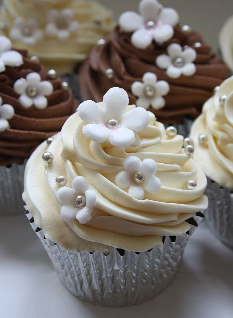 Silver Sparkles Cupcakes-- want to learn to ice like this!