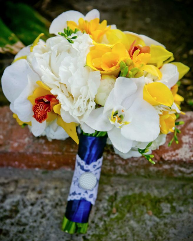 25 Chic Bridal Bouquet Inspiration (New!). To see more: http://www.modwedding.com/2014/08/06/25-chic-bridal-bouquet-inspiration-new/ #wedding #weddings #bouquet Featured Wedding Flower: Camellia Wedding Flowers; Featured Photographer: True Photography