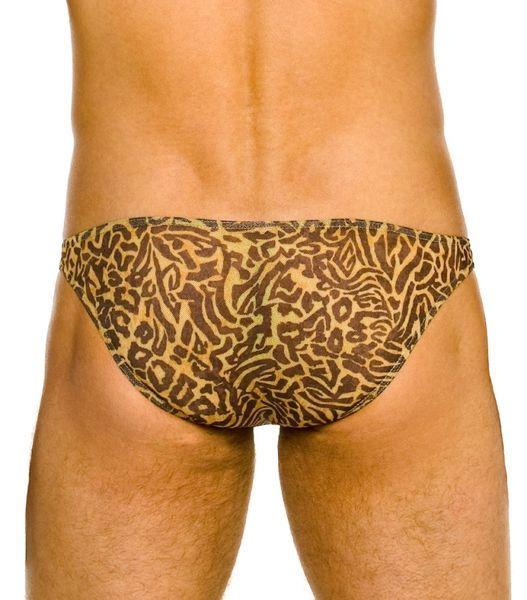 Bikini de Bain Transbronzant Pacha : Un mini slip de bain pour hommes qui ne vous laissera pas de traces de bronzage grâce à sa matière unique.