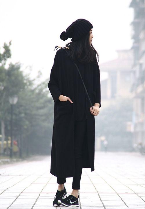 minimalist monochrome women's winter fashion. style. chic. outfit. look. black.