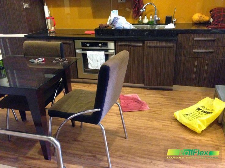 sàn nhựa vân gỗ lắp đặt cho phòng bếp