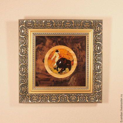 Купить или заказать Картина №15 класса 'Люкс' из натурального янтаря в интернет-магазине на Ярмарке Мастеров. Эксклюзивные картины класса «Люкс» выполнены в стиле мозаики из натурального балтийского янтаря. Каждая картина уникальна в своем роде и станет прекрасным корпоративным подарком или ценным сувениром для дорогого человека. При изготовлении использовались корни ценных пород древесины, а также цельный балтийский янтарь, известный своим свойством благотворно влиять на здоровье человека.
