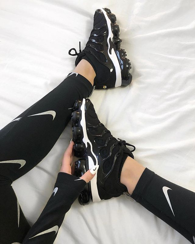 Instagram Feed | Nike schuhe damen schwarz, Nike schuhe