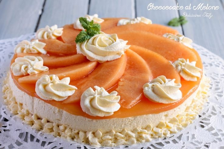 Un dolce fresco, delicato e leggero la Cheesecake al Melone è perfetta da presentare ai vostri ospiti a fine cena. Ne rimarranno davvero colpiti ;)
