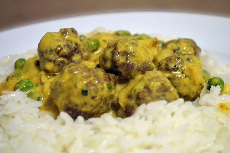 Kjøttboller med mango og karri. Meatballs in a mango and curry sauce.