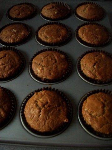 Velmi dobre, vlacne cesto. Muffiny su vdacna rychlovka, ked vas prepadne chut na nejaky nasupcek. Z jedneho vajicka vyjde 12 velkych muffin...