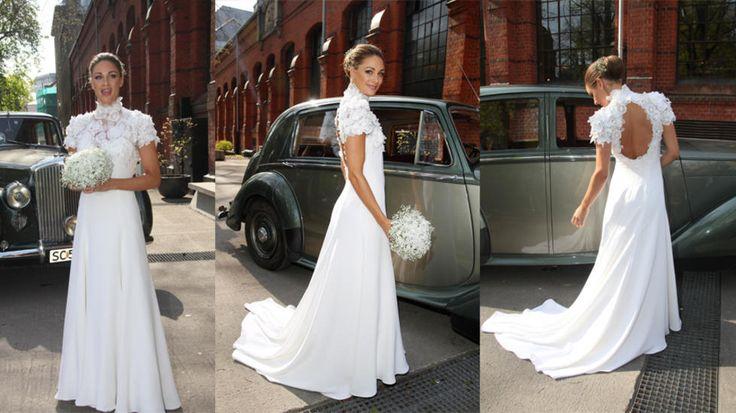 Jenny Skavlan's fantastiske brudekjole - designet og sydd av bruden selv. Vi bøyer oss i støvet.