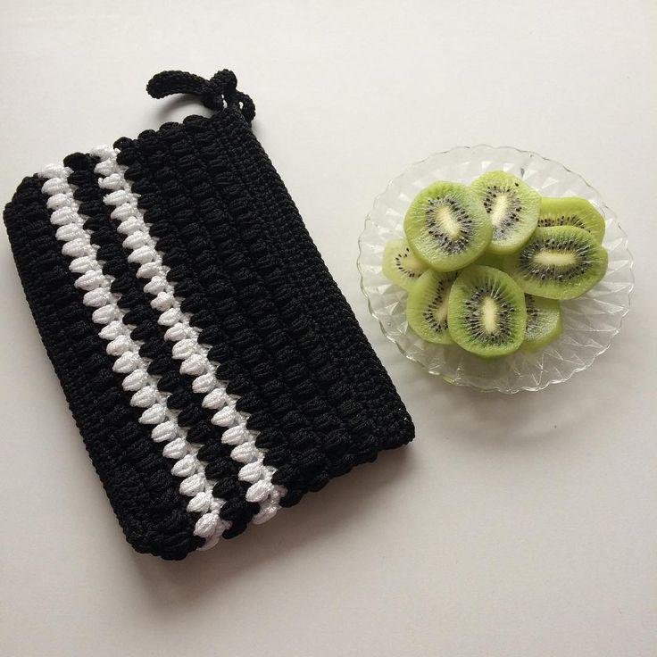 Bir sipariş daha bitmişse kendimizi �� kivi ile ödüllendirelim�� Sizde isterseniz sipariş için Dm den ulaşabilirsiniz #clutch#amigurumi#oyuncak#çanta#knitting#elişi#handmade#wayuu#10marifet#hobiseverlerburada#hobinisat#hediye#örgüçanta#supla#crochetpage#battaniye#crochet#tığişi#orgu#kırlent#yastık#crochetaddict #sepet#vscoelisi#harf#craftastherapy#wayuubags#bezçanta http://turkrazzi.com/ipost/1515986127382973913/?code=BUJ3VnPFQ3Z