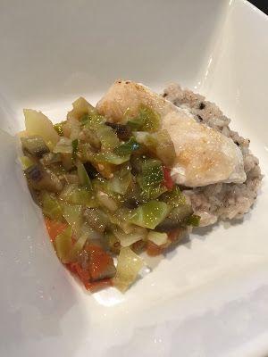 お犬様のお茶目なごはん: 白身魚のムニエル野菜ソース