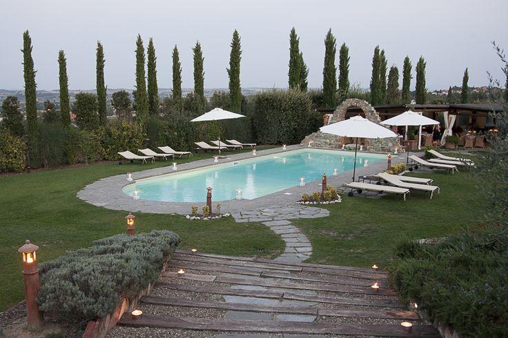 Summer dinner at the poolside #Tuscanyvilla #Tuscanypool #summer