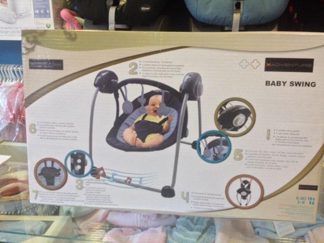 NUEVA!!!!Hamaca Baby Swing con 5 velocidades, dos posiciones, 12 melodías y con se pliega facilmente. PVP NENEANENE- 85€