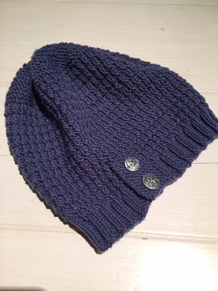 Woolen beanie in Drops Design Merino Extra Fine 100% Merino Wool superwash. Metal reindeer buttons (reuse).