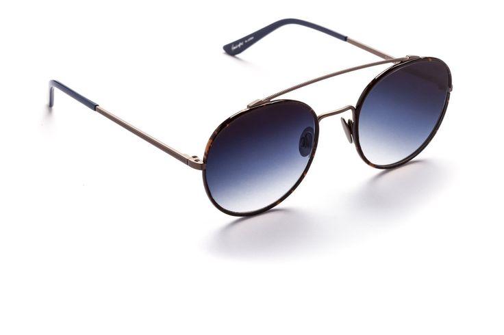 Parker #aviatorsunglasses #aviator #womensfashion  #sundaysomewhere #aviatoreyewear #eyewear #underthesun #celebritystyle #flatlens #gradientlens #japanesemade #madeinjapan #qualitysunglasses #premiumeyewear #menssunglasses #mensfashion